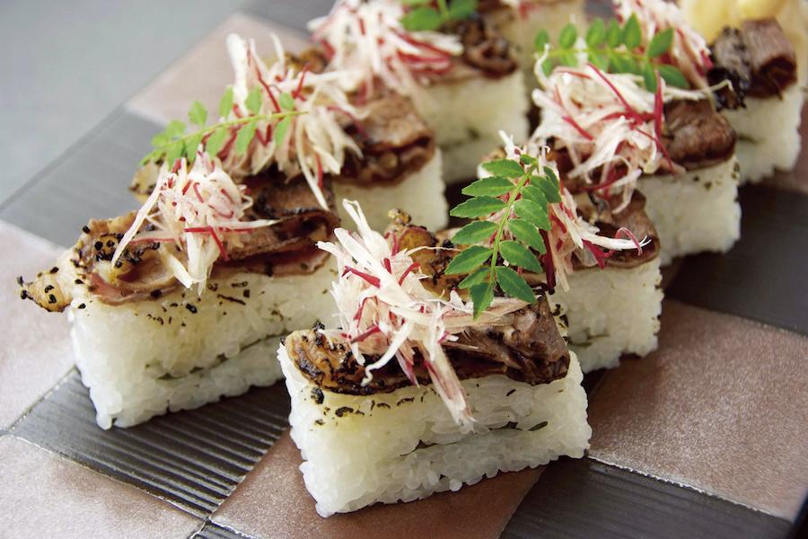 E-12 牛炙り寿司